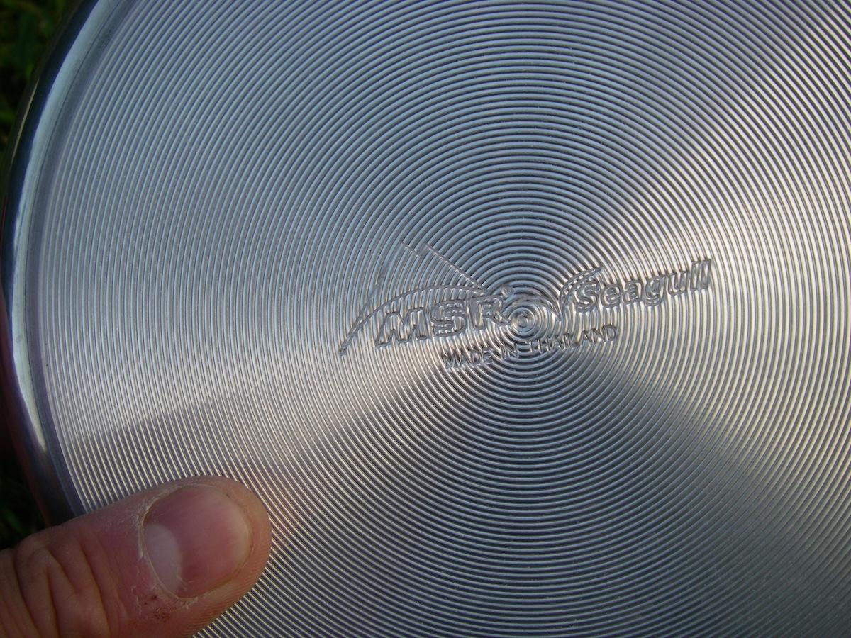 Dessous en aluminium pour mieux conduire la chaleur