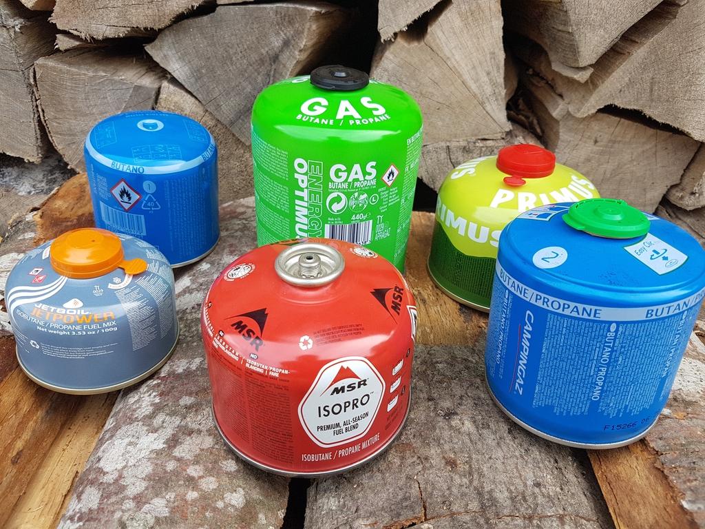 Cartouches de gaz : valve à vis, non filetée (Campingaz) et perçable (Campingaz)